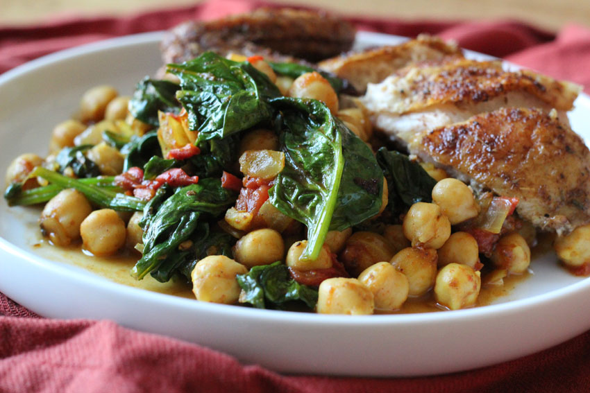 Spicy Chickpeas with Tomatoes and Spinach | Runaway Apricot
